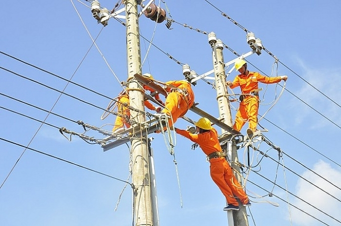 Nghịch lý ngành điện: Công suất nguồn lớn, nhưng lúc cần lại không huy động được