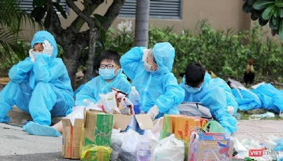 """Lộ trình nào để Việt Nam tiến tới """"sống chung với virus""""?"""